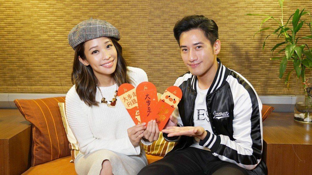袁詠琳(左)和周孝安上直播節目  圖/杰威爾提供