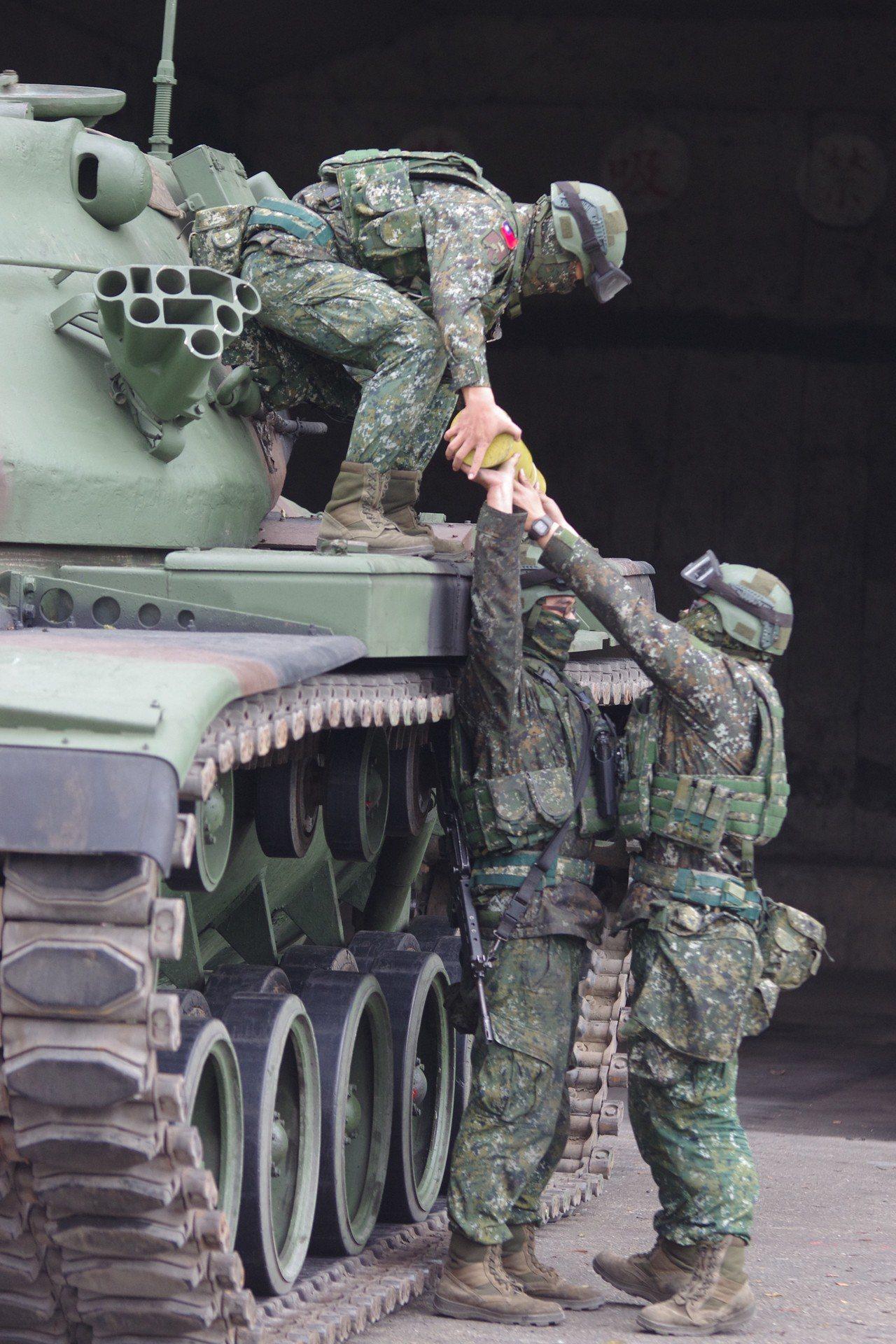 戰車砲彈整補。記者程嘉文/攝影