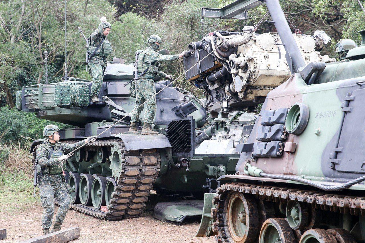 M60A3引擎吊掛。記者鄭清元/攝影