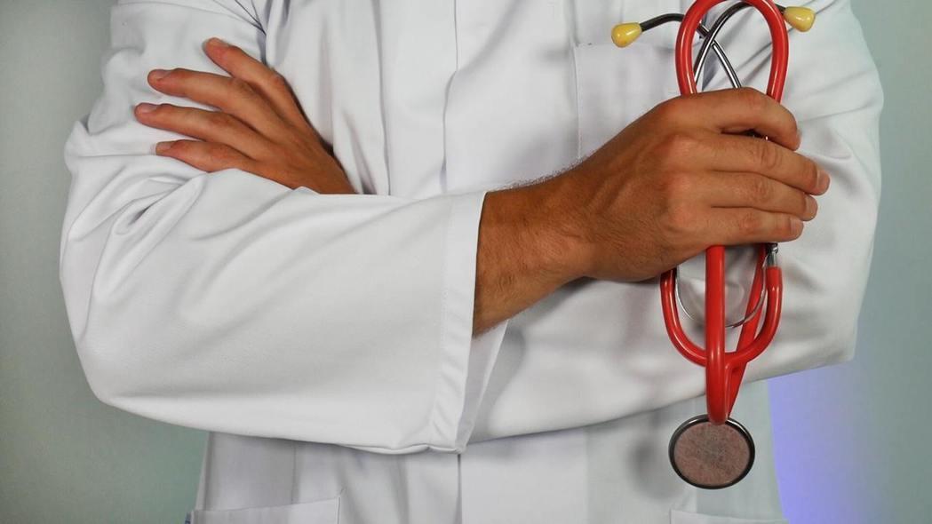 在2013年上半年,台大醫院為全院300名45歲以上的主管與醫師進行了低劑量電腦...