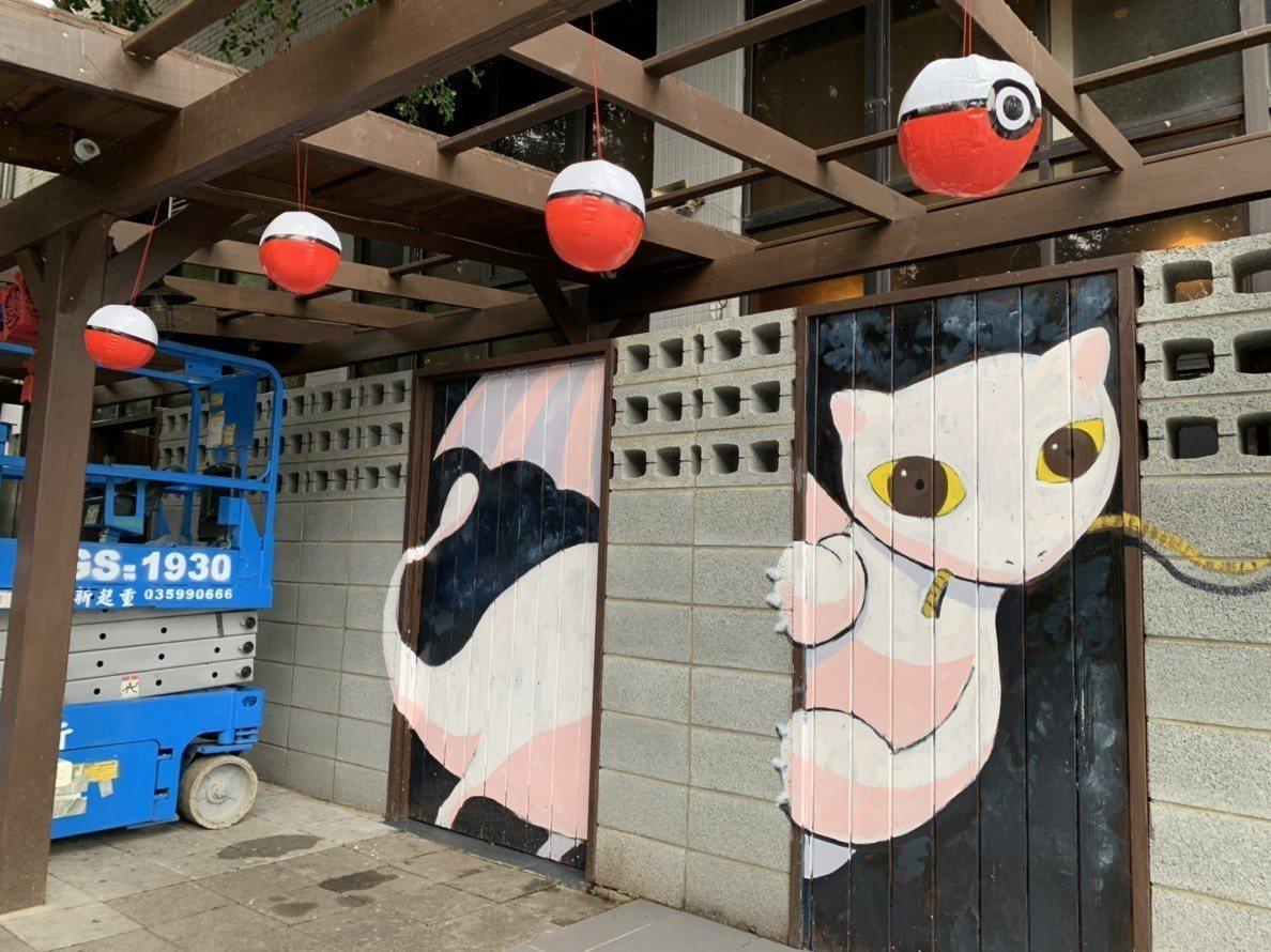國道湖口服務區還彩繪寶可夢中稀有精靈「夢幻」,成了寶可夢玩家打卡景點之一。記者郭...