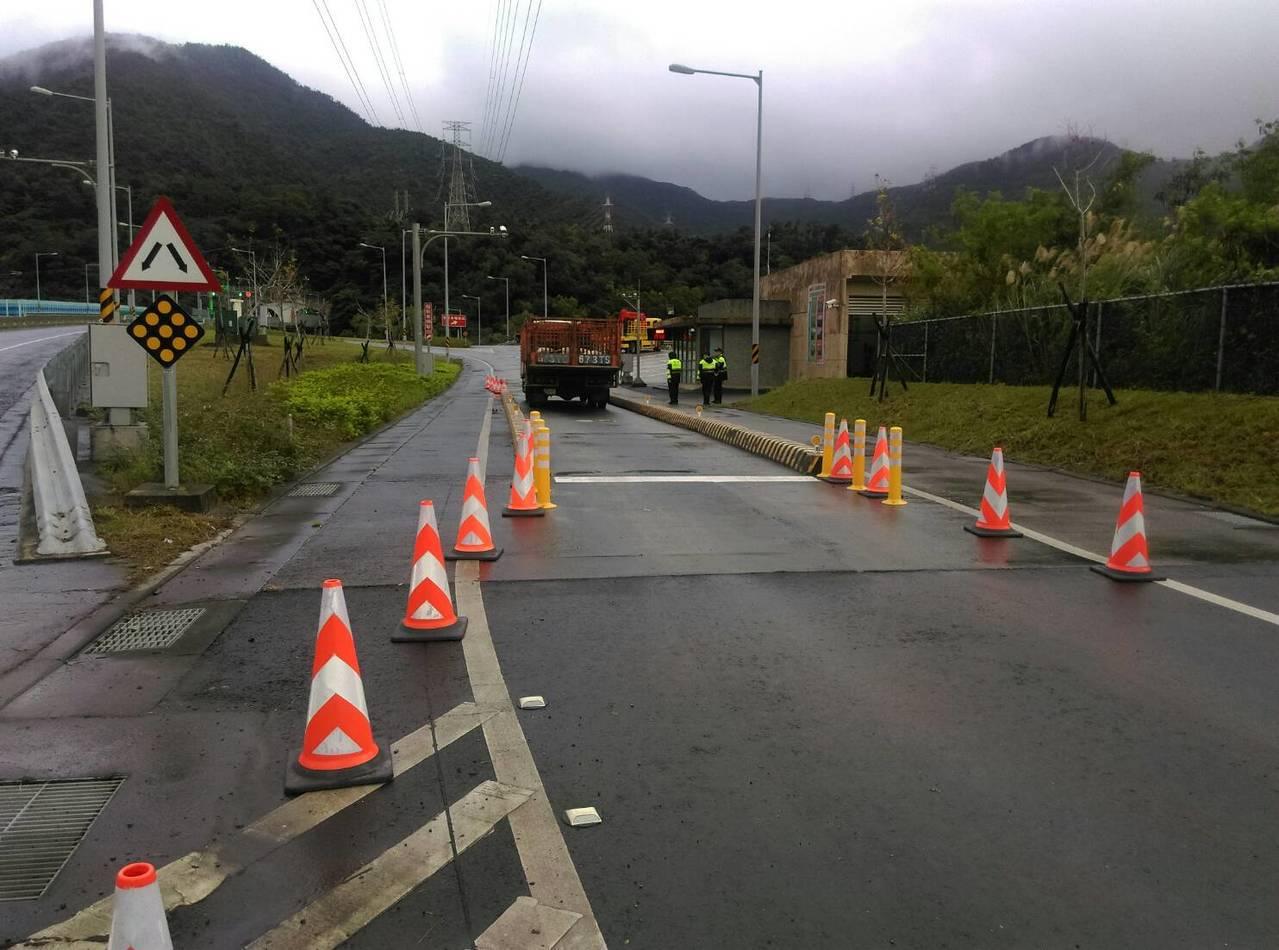 蘇花改蘇澳至東澳段正式開放通行大貨車,兩端入口均由警方交通疏導及違規取締,並在地...