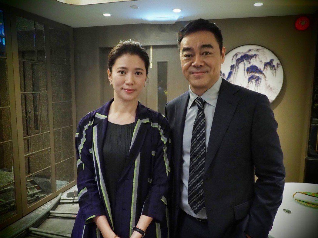 袁詠儀(左)和劉青雲再度大銀幕同框扮敵人。圖/華映提供