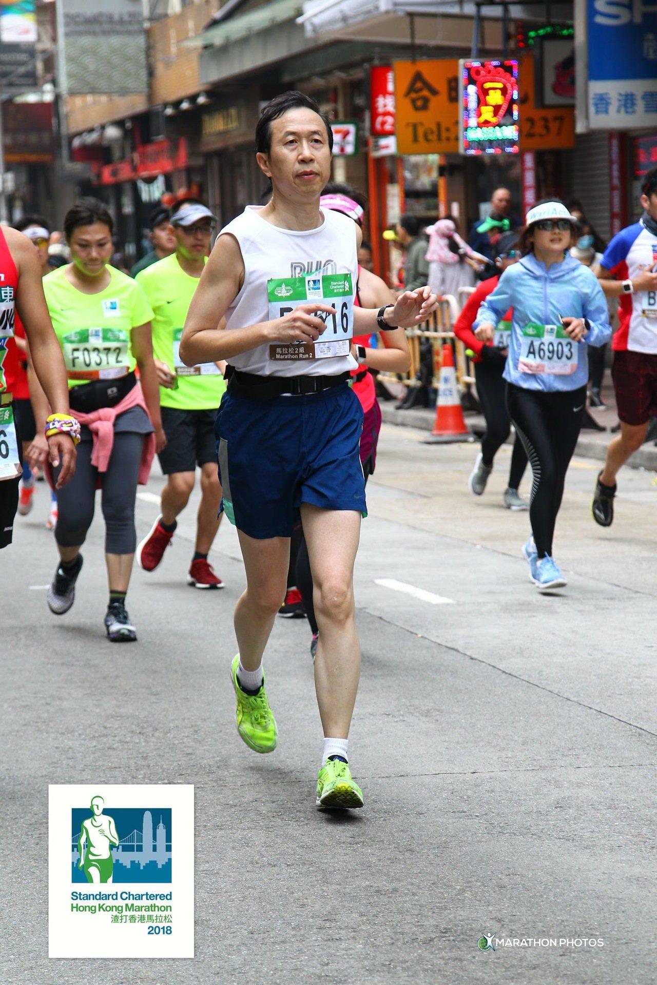 警界「長跑勇腳」陳仁輝昨屆齡退休,允諾每年參加一場國際馬拉松賽事,讓同仁知道「我...