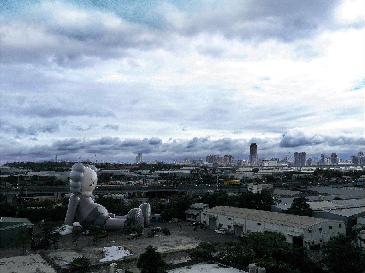 《KAWS:HOLIDAY Taipei》巨型公仔將在台北中正紀念堂展出。圖/J...