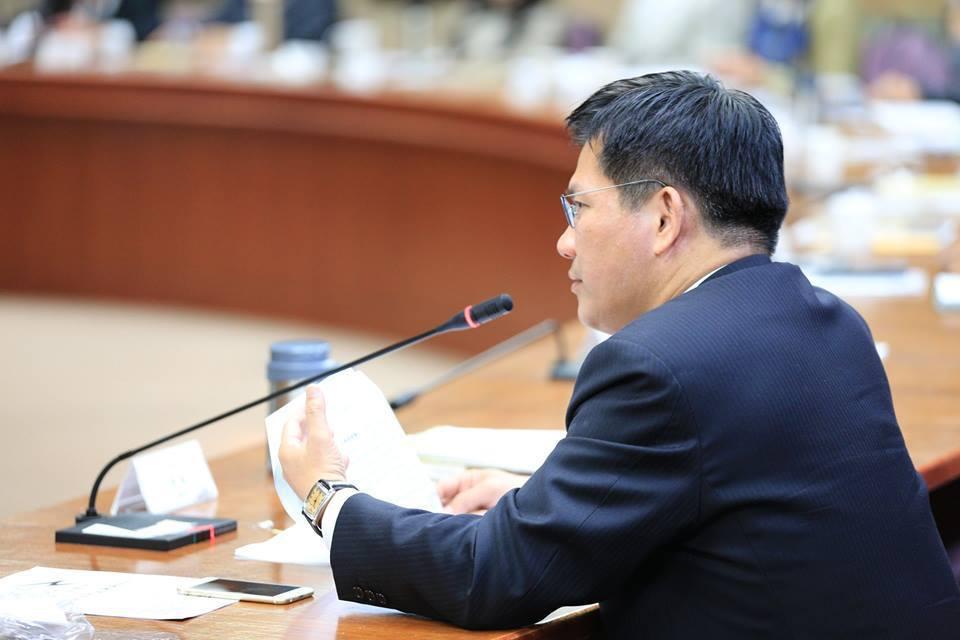 交通部長林佳龍於臉書發文回應郵局春節加班一事。圖/擷取自林佳龍臉書粉絲頁