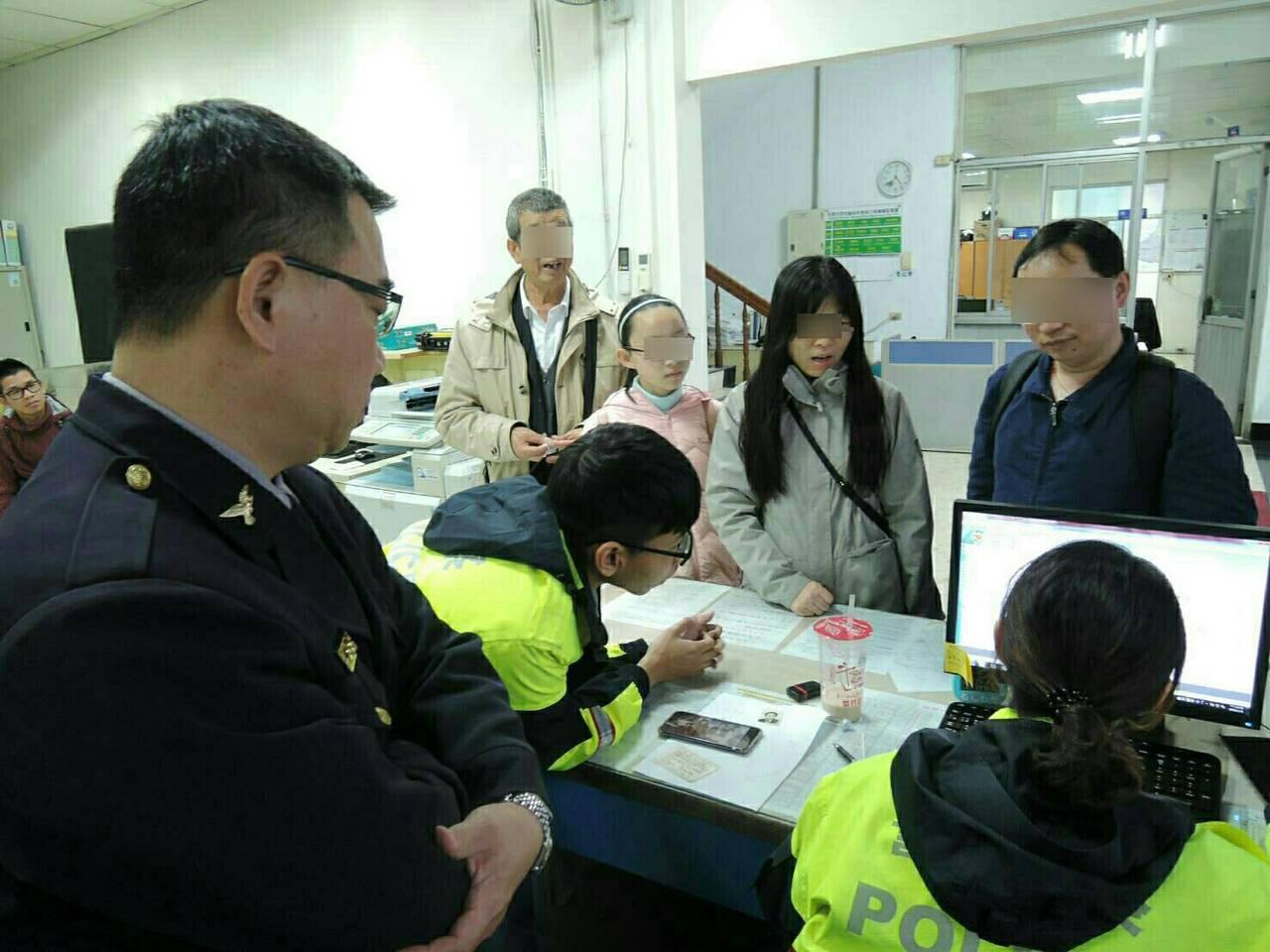 警方透過警政系統幫忙找陸客付男在楊梅的叔叔。記者鄭國樑/翻攝