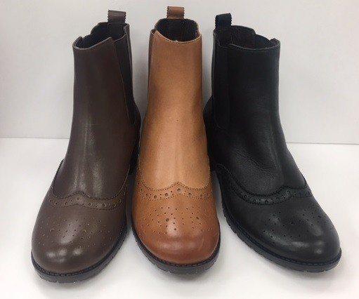 忠孝館ONLY SOGO價格5千至6千的短靴,均一價只要1,500元。圖/SOG...