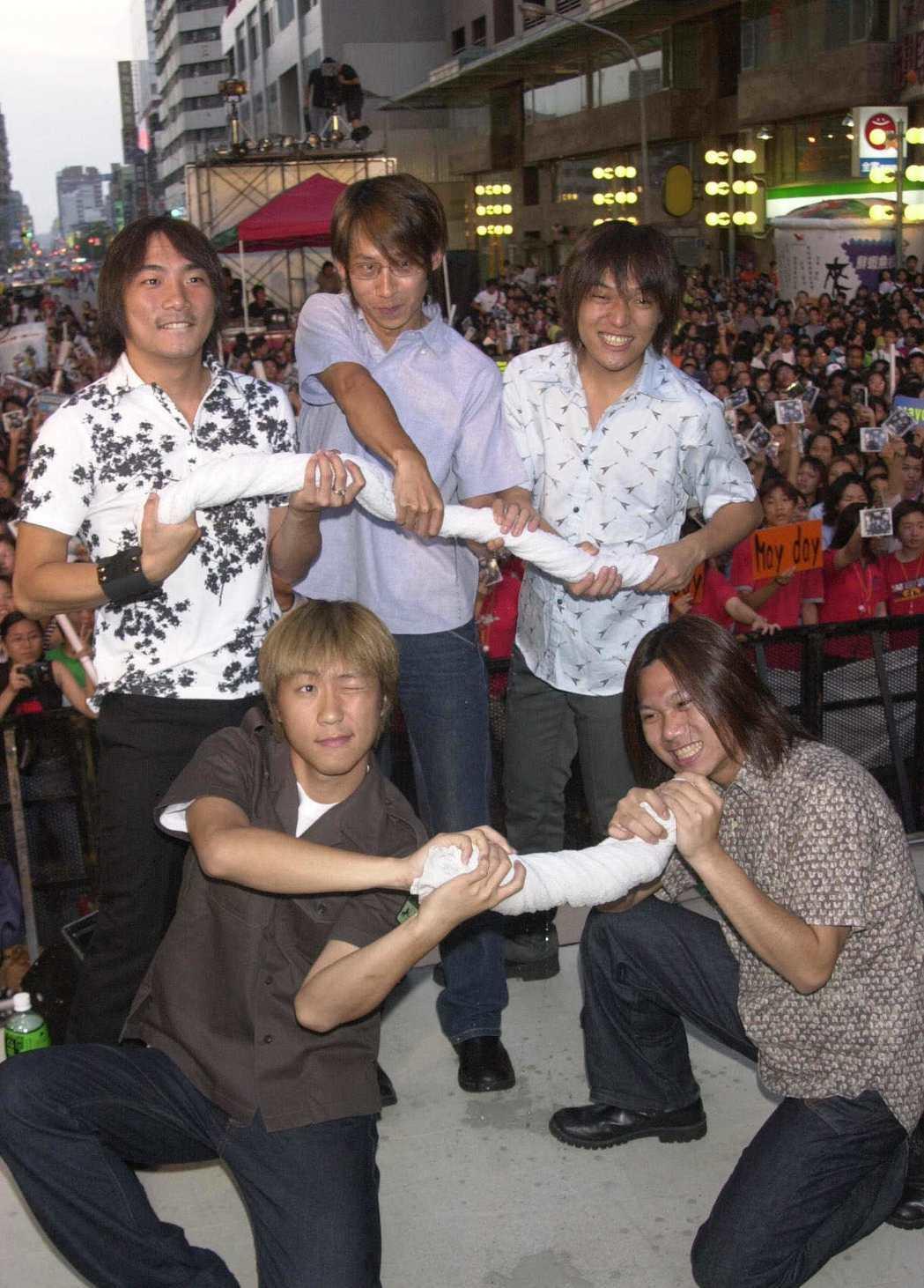 2001年五月天簽唱會。圖/本報資料照