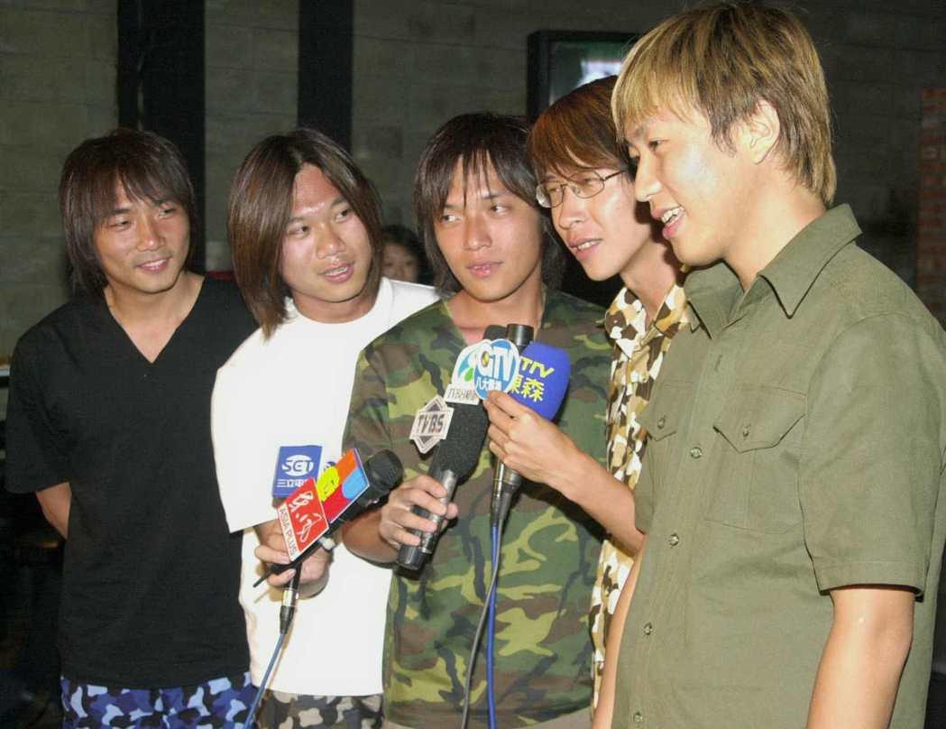 2001年五月天慶功宴圖/本報資料照