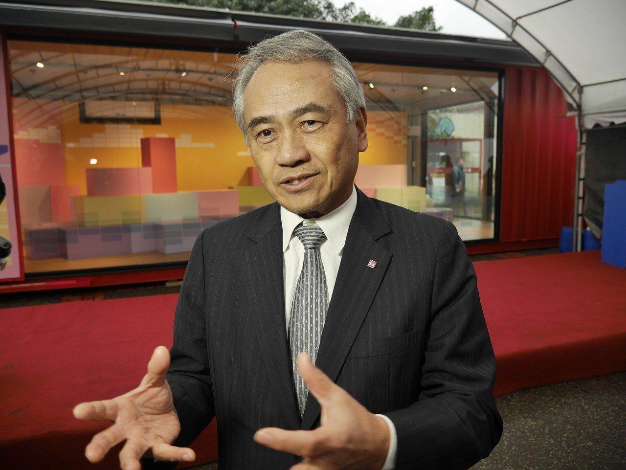 基隆出生長大的陽明海運集團董事長謝志堅,提到他現在最想看的是彩色屋,他常推薦朋友...