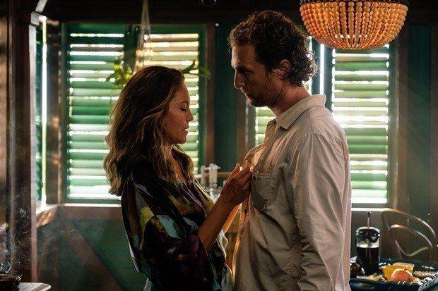 馬修麥康納與黛安蓮恩在「驚濤佈局」也有煽情對手戲。圖/摘自imdb