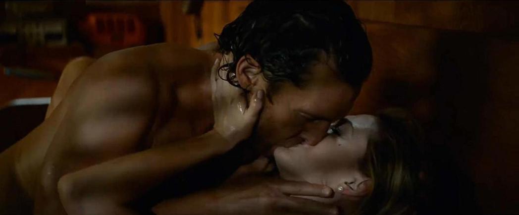 馬修麥康納與安海瑟薇在「驚濤佈局」有親熱床戲,馬修麥康納挑戰個人尺度極限。圖/摘...