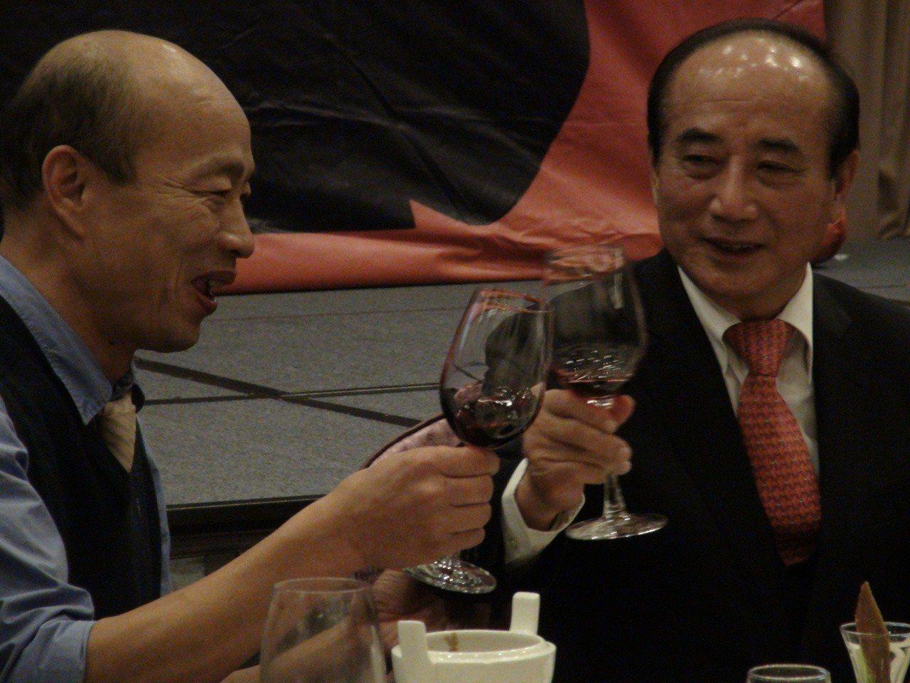 高雄市長韓國瑜祝福王院長新的一年,一切順利,然後心想事成。記者謝梅芬/攝影