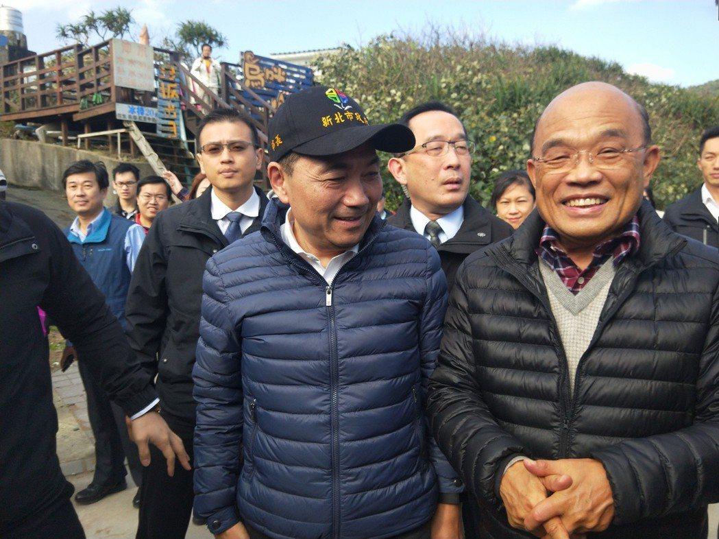 行政院長蘇貞昌(右)說,時代不同了,新的科技、網路讓大家能第一時間知道各種訊息,...
