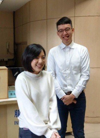 台北市長柯文哲的網路操盤手、副發言人柯昱安(右)指出,政治人物應找到合適的模式,...
