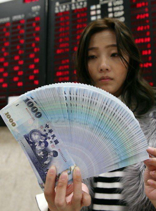 八家金融機構,共453個據點提供民眾兌換新鈔服務。 聯合報系資料照/記者杜建重