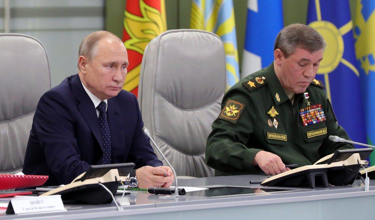 川普公布太空飛彈防禦新戰略,聚焦中俄威脅。圖左為俄羅斯總統普亭。 世界日報趙元良...