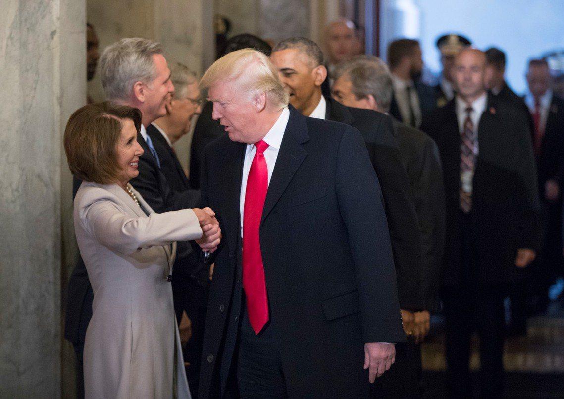 川普與裴洛西雙方的「發信互鬥」,不僅沒有為持續27天的停擺危機,敲出有效的政治突...
