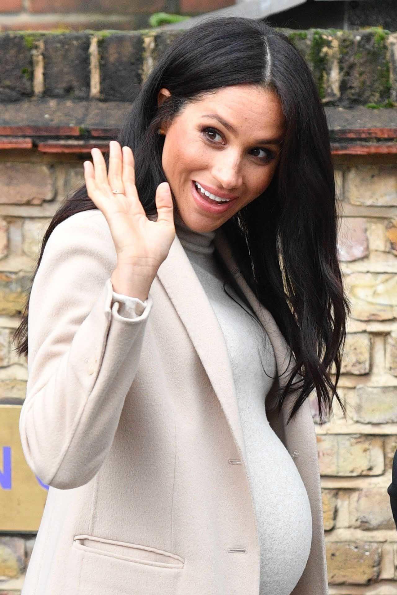 谁说只有凯特王妃会穿平价衣?梅根马可的H&M洋装一千元就买得到