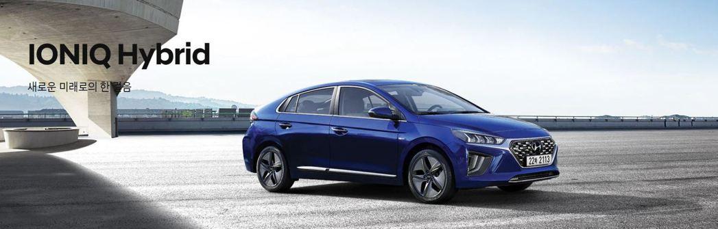 Hyundai無預警發表小改款Ioniq,不過這次小改款的推行,僅有油電與插電式...