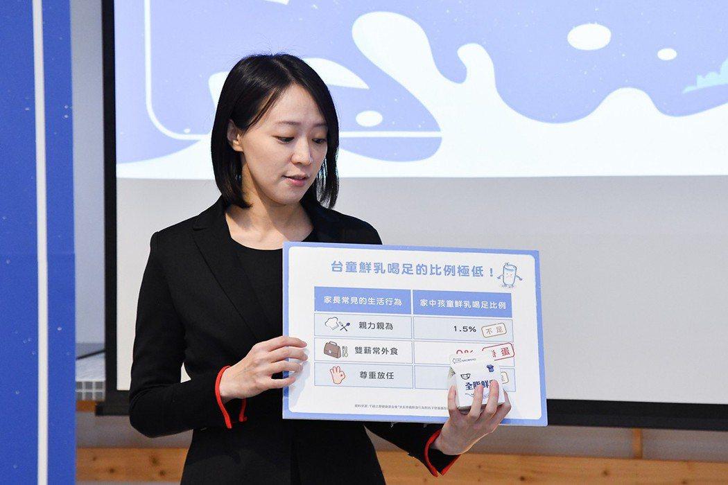 千禧之愛健康基金會副執行長邱詩涵營養師指出,台灣孩童有將近100_的孩子鮮乳喝不...