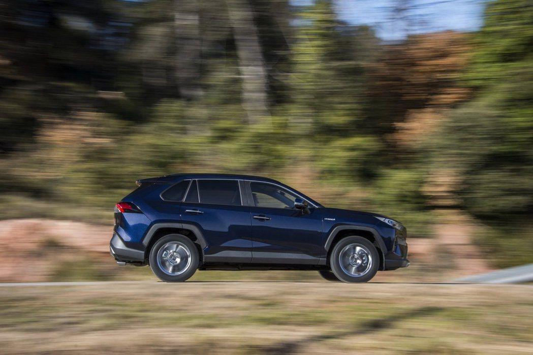 新世代歐規Toyota RAV4提供2.0升汽油動力與2.5升Hybrid動力供...
