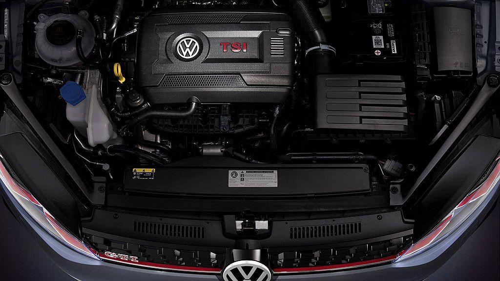 福斯Golf GTI TCR動力搭載排氣量2.0L直列四缸渦輪增壓引擎,最大馬力...