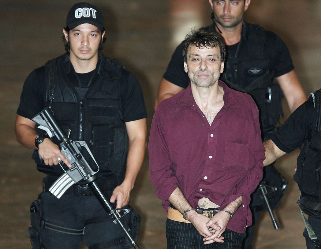 2007年3月18日,巴迪斯蒂在巴西與法國警方的協力下於里約熱內盧被捕。但得到後...