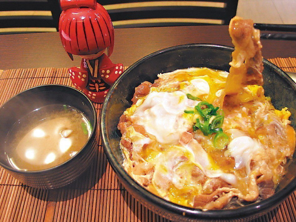 蓋飯是許多人喜愛的餐食選擇。 聯合報系資料照 記者于志旭/攝影