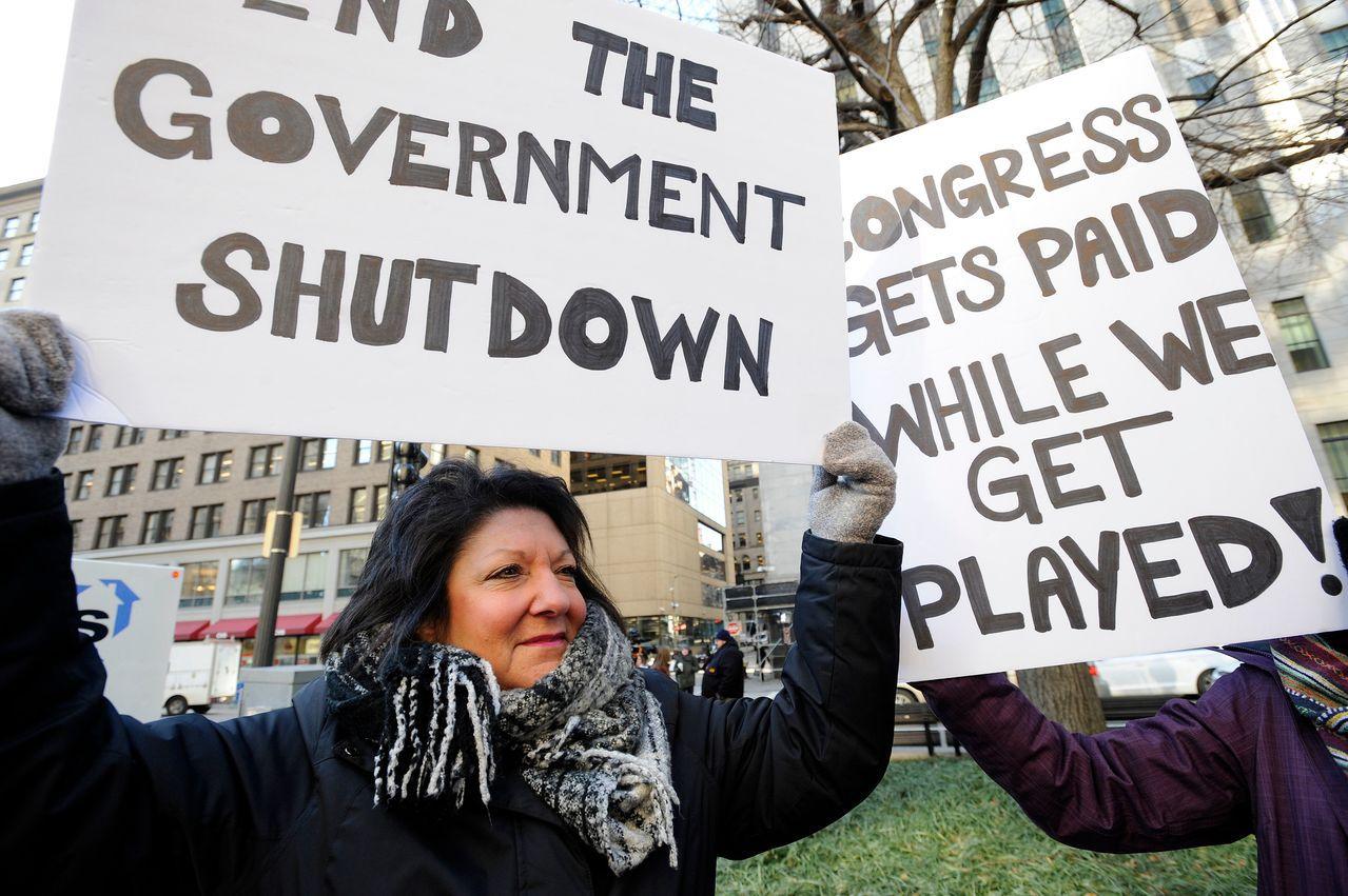 美國民眾在抗議政府關門。法新社