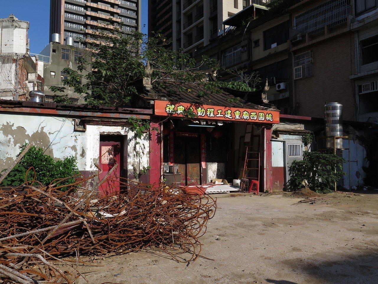 桃園西廟廟體岌岌可危,廟方著手重建。記者張裕珍/攝影