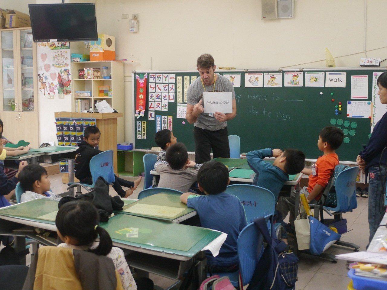 外籍教師上課場景之一。記者徐白櫻/攝影