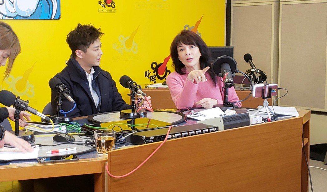 陳曉東(左)接受鄭裕玲電台訪問,鄭裕玲近況曝光。圖/陳曉東提供