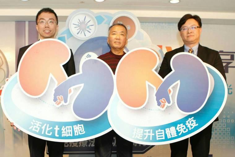 台大醫院腫瘤醫學部蔡育傑醫師(左)、患者代表王先生(中)、台北榮民總醫院泌尿部主...