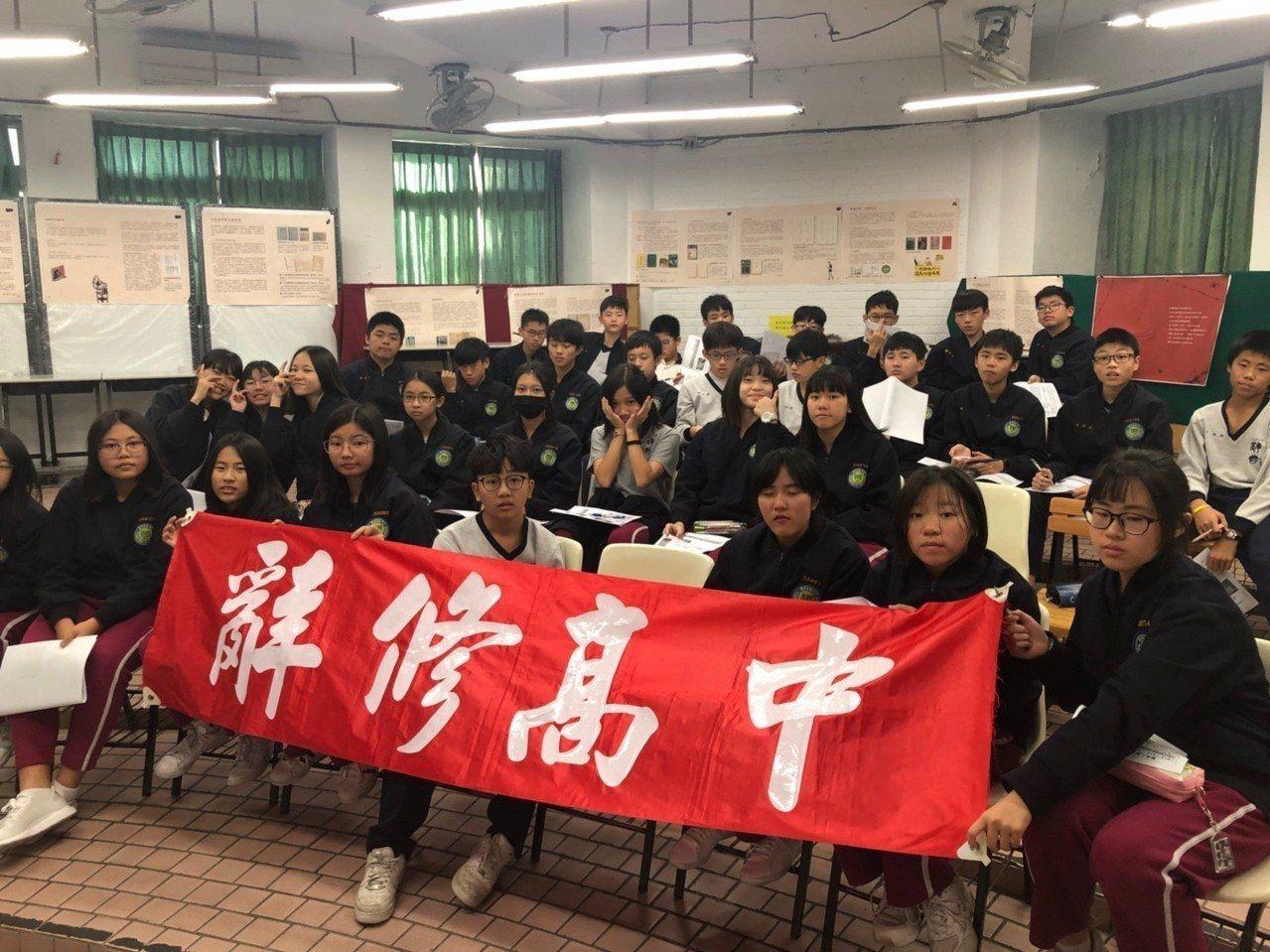 新北辭修中學「寫信馬拉松」一人一信改變世界。圖/辭修中學提供