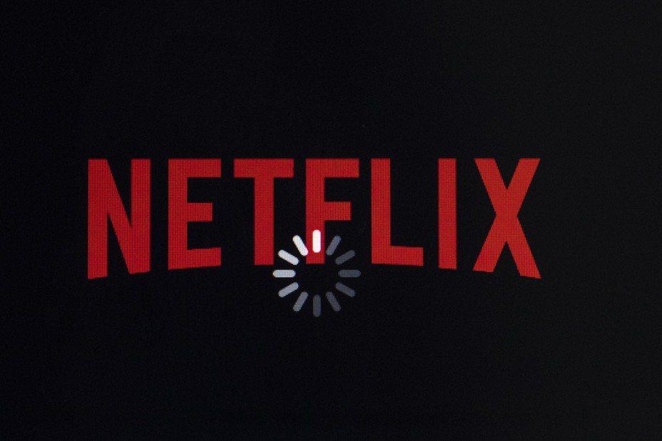 Netflix擔心,Fortnite爆紅或許已經打開了「社群遊戲」的潘朵拉盒子,未來類似的電玩遊戲若是不斷推陳出新,就有可能瓜分掉用戶更多的螢幕使用時間。(美聯社)