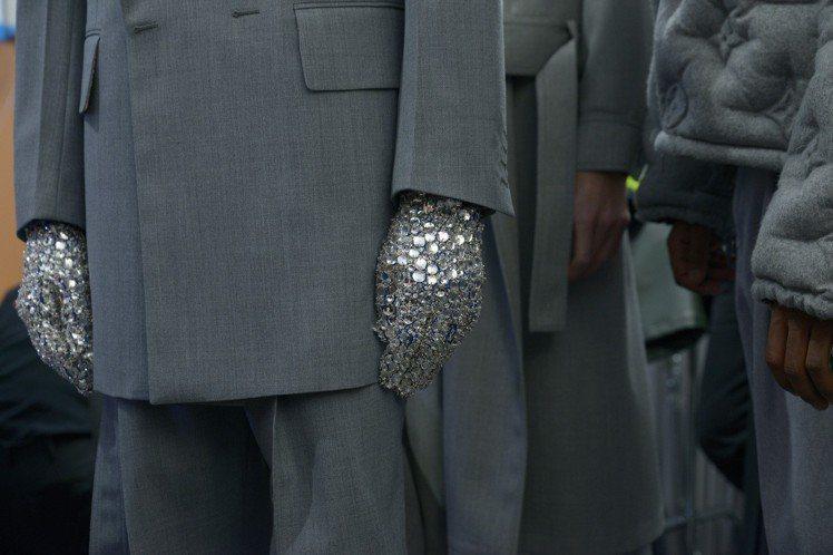 手套,是2019秋冬路易威登男裝極重要的單品表現。圖/LV提供