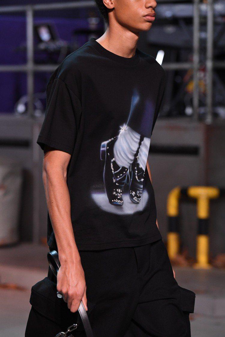 麥可傑克森的舞步成為T恤的印花。圖/LV提供
