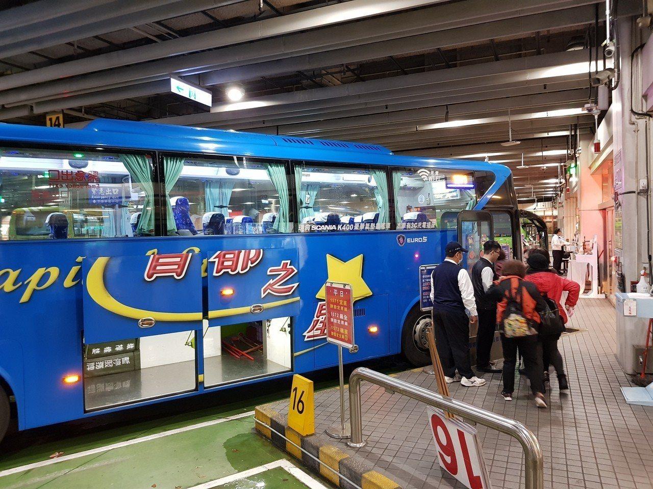 今年春節連假共9天,因應大台北與宜蘭之間的返鄉、出遊人車潮,北部客運業者針對往返...