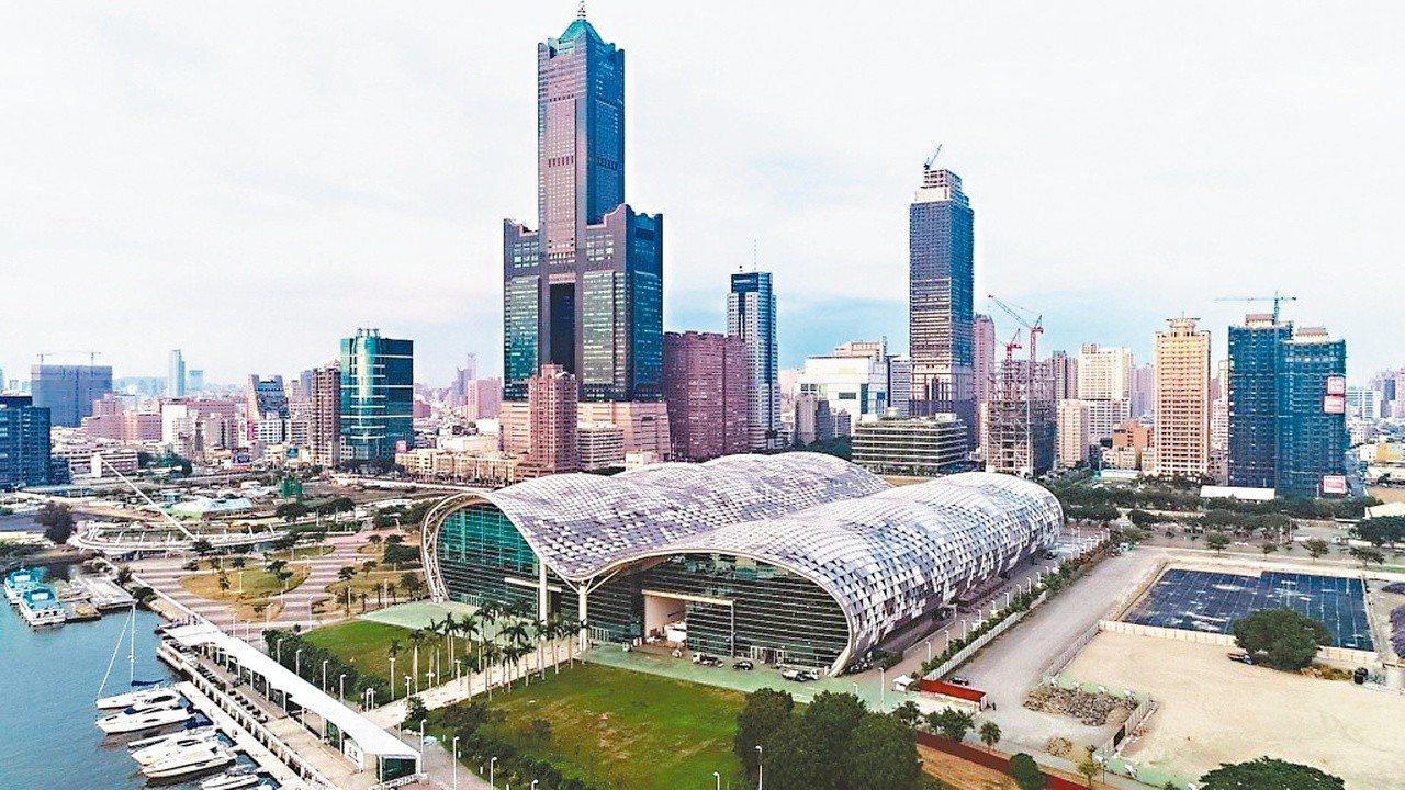 高雄市長韓國瑜首次在議會施政報告指出,「打造高雄全台首富」為市政總目標,其中將爭...
