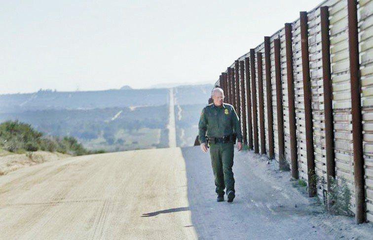 執法人員正在美墨邊境巡邏。(美聯社)