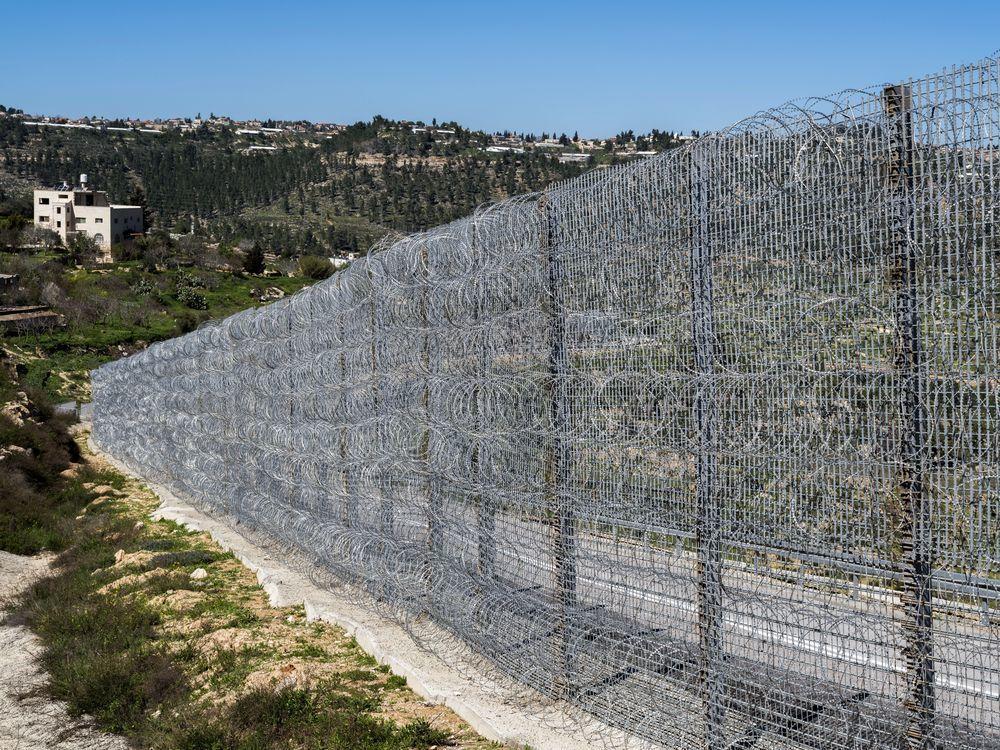 約旦河西岸牆,建造於2002年,全長約643公里,是以色列人為了隔絕巴勒斯坦人而...