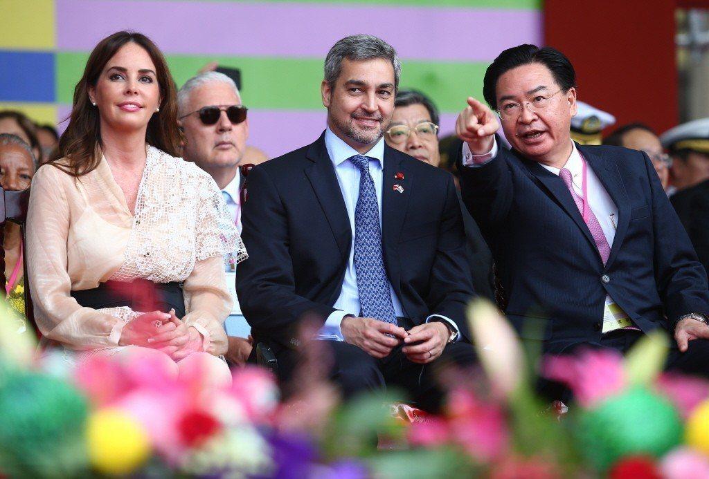 圖為107年國慶大典,巴國總統阿布鐸(中)伉儷出席。聯合報系資料照/記者王騰毅攝...