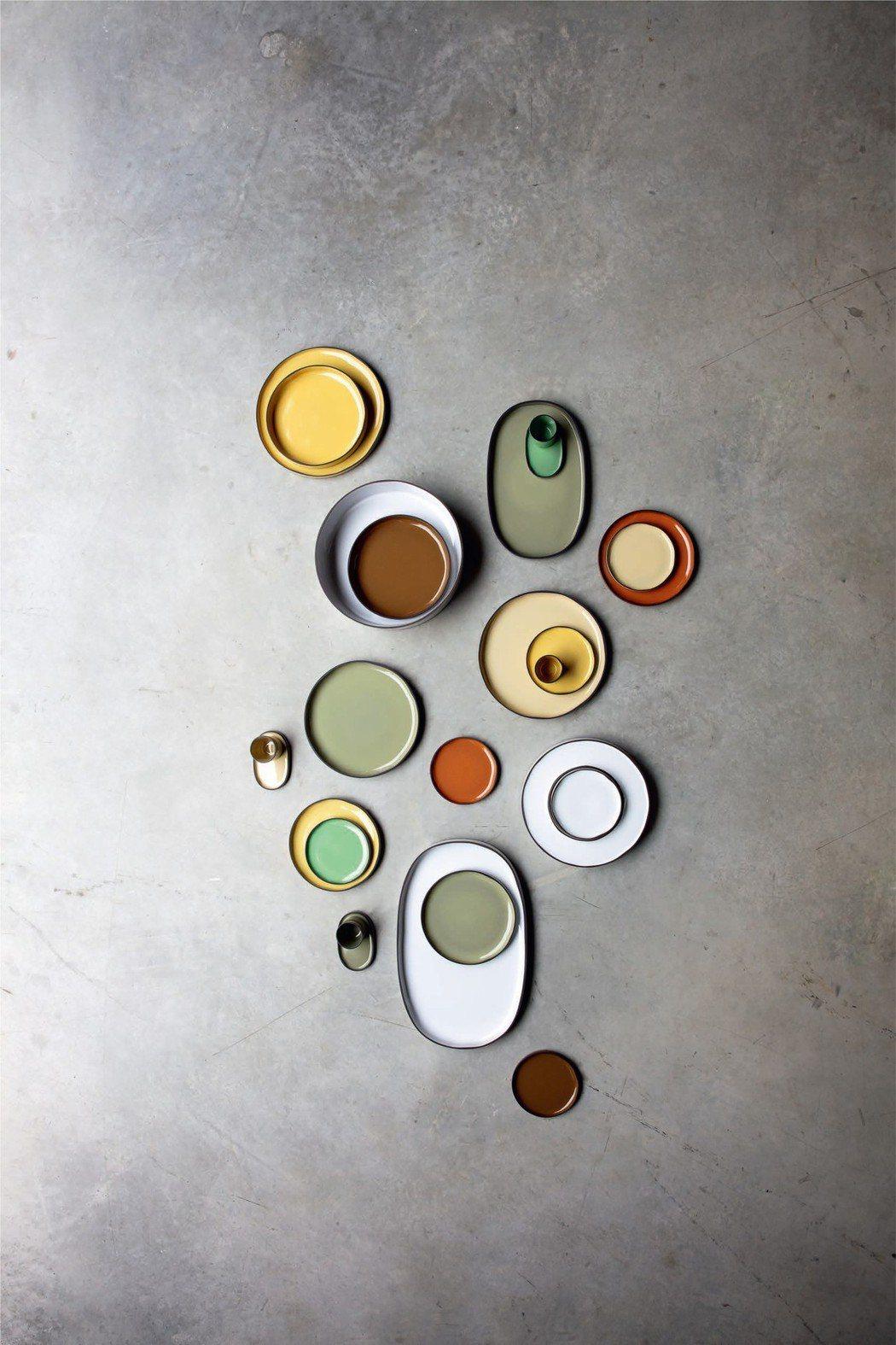 法國瓷器領導品牌REVOL推出2019全新作品:炭色系列餐瓷。 俊欣行股份有限公...