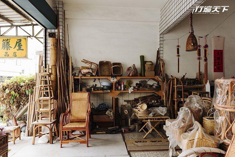 販售各式各樣手工竹編、藤編製品的竹籐屋。  攝影|行遍天下