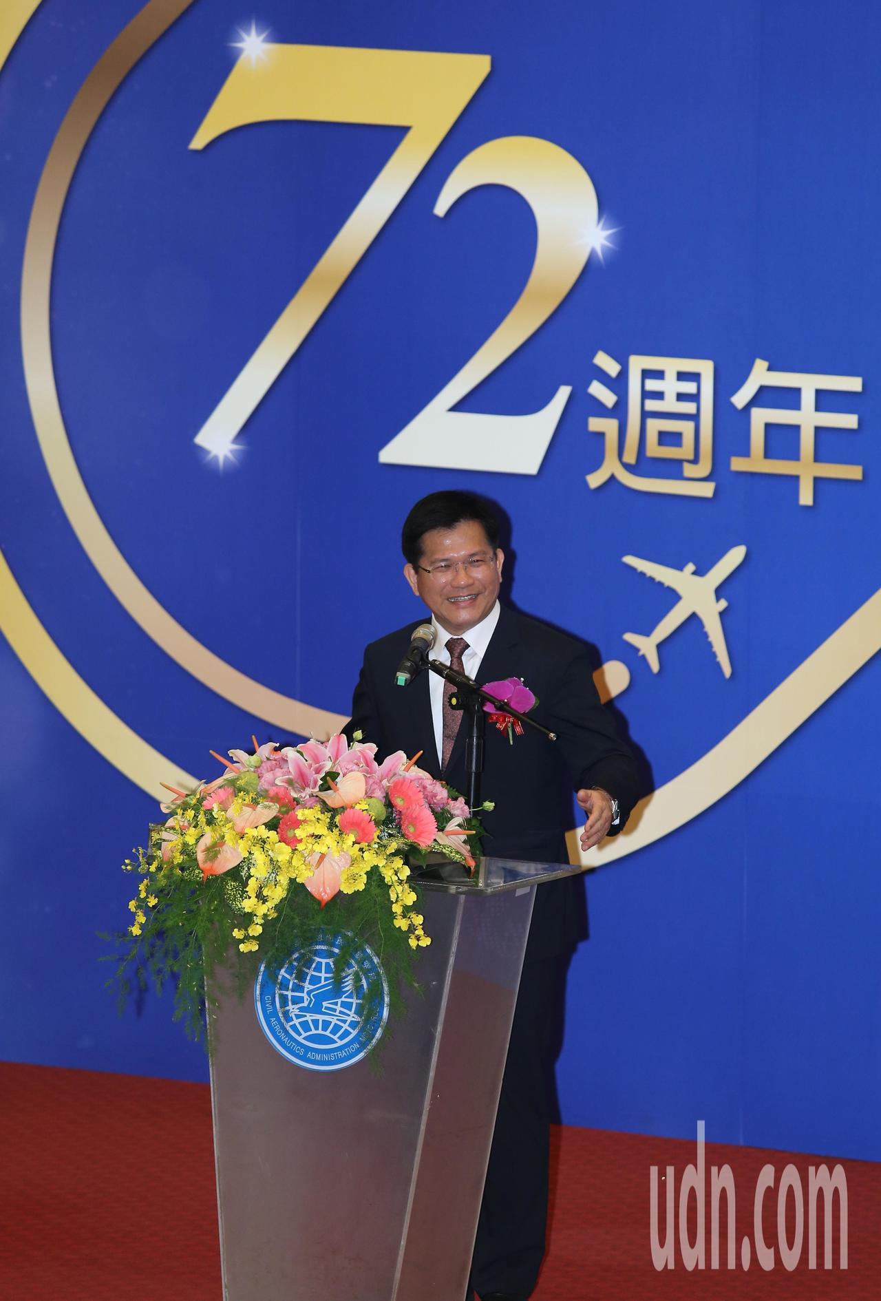 交通部長林佳龍上午出席民航局72周年局慶,強調「建設不分顏色」,會跟地方一起努力...