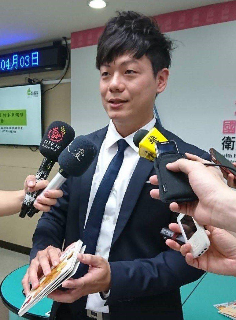 台灣展臂閱讀協會理事長、家醫科醫師陳宥達。本報系資料照。