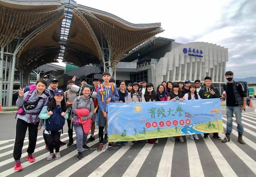「2019公路上的公民課」學員分別從北、高出發,在花蓮會合展開11天的行腳。圖/...