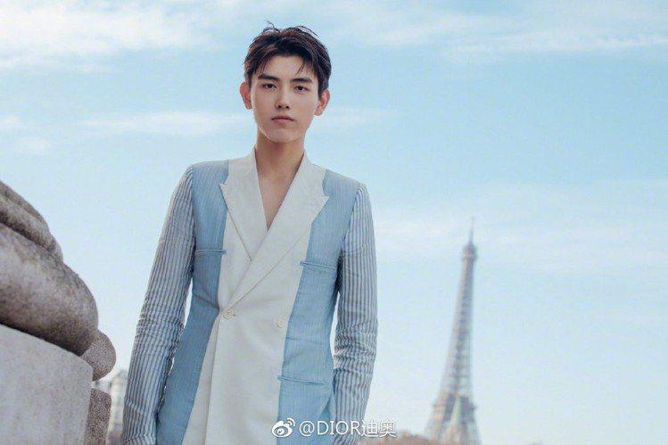 Dior品牌大陸區千禧大使陳飛宇出席2019秋冬男裝大秀。圖/取自微博